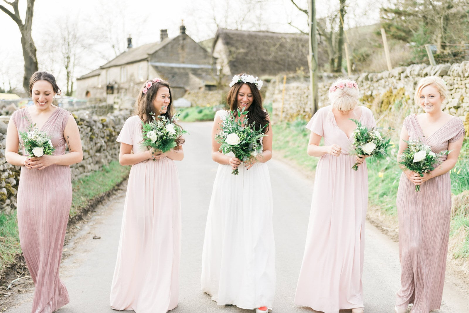 Beautiful wedding photography - Bride with her bridesmaids