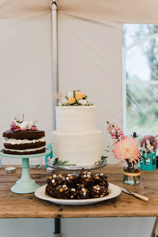 table with different wedding cakes on