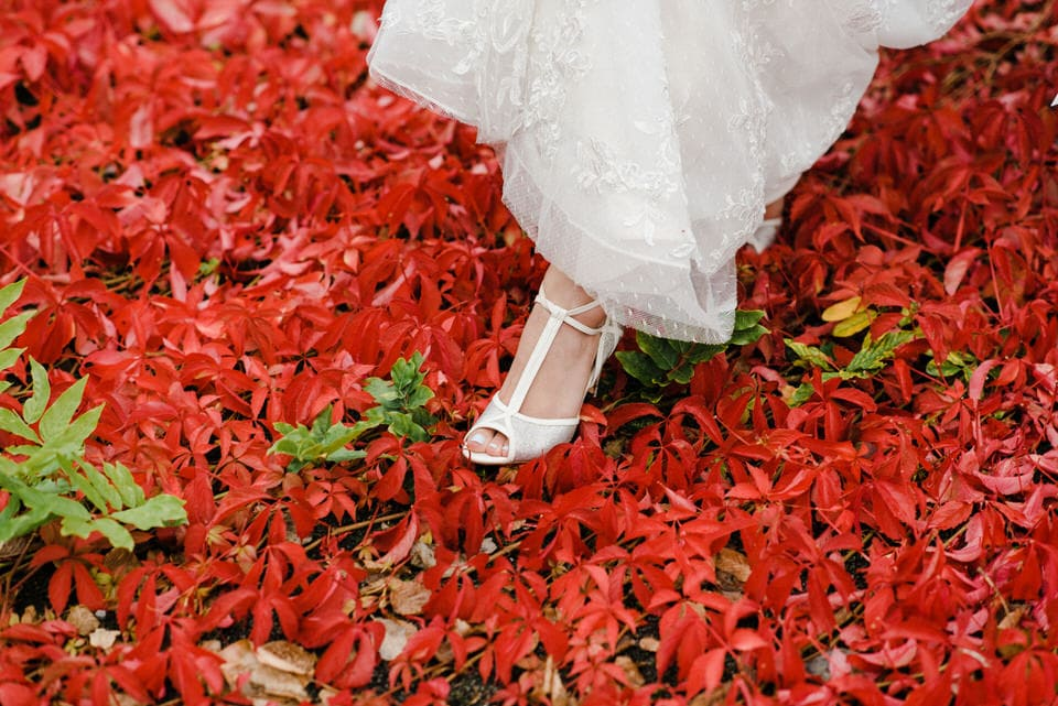 tbar bridal shoes in red leaves
