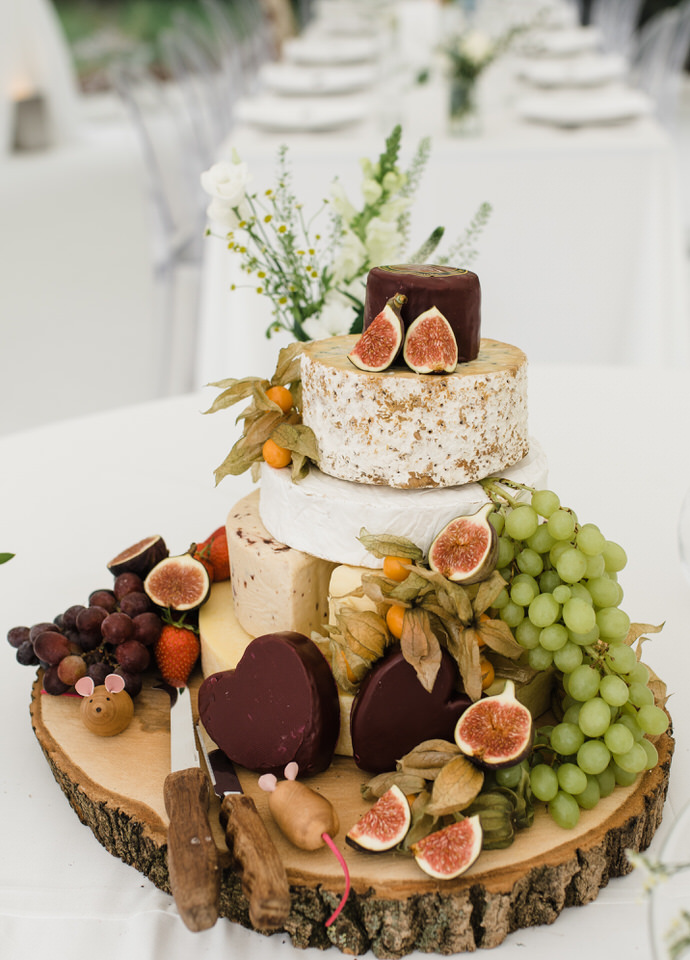 Wedding cheese cake with fruit